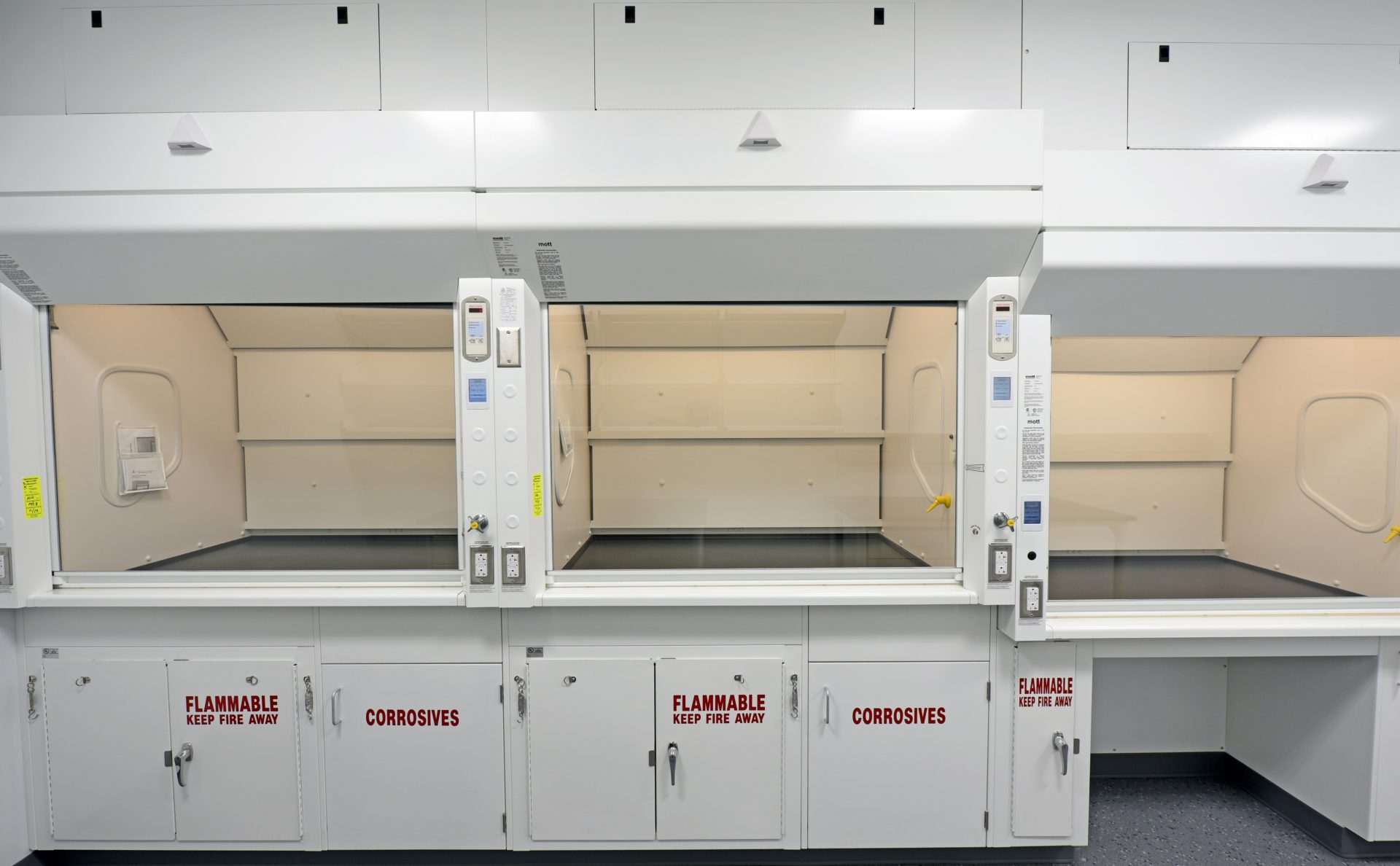 Safeguard Fume Hoods for laboratories